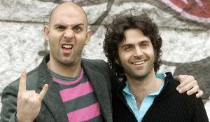 Ahmet (sn) e Dweezil (ds) Zappa