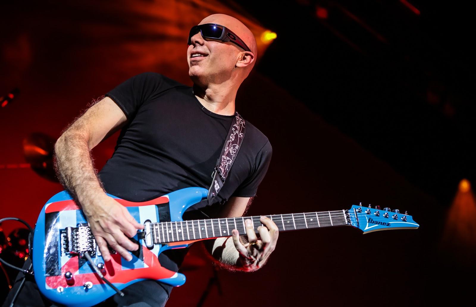 15 luglio 1956 - nasce Joe Satriani